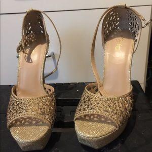 Thalia new gold shoes
